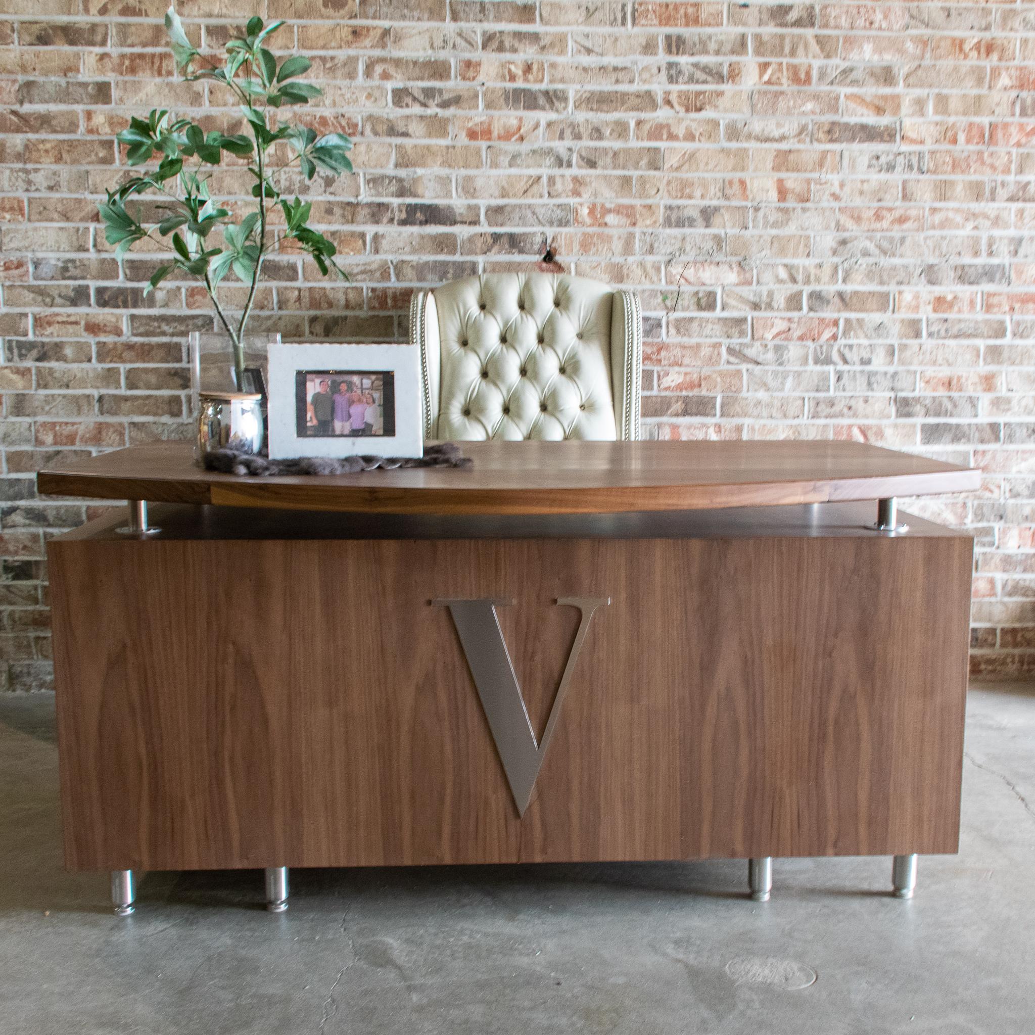 Veitchii Custom Desk